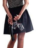 Женщина с бутылкой вина и 2 стекел Стоковая Фотография RF