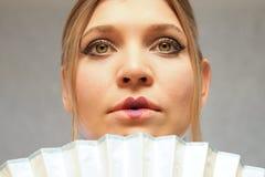 Женщина с вентилятором, портрет, мода Стоковая Фотография