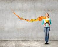 Женщина с ведром Стоковое Изображение