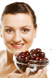 Женщина с вишнями над белизной Стоковое Изображение