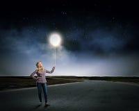 Женщина с воздушным шаром Стоковая Фотография