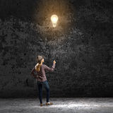 Женщина с воздушным шаром Стоковое Фото