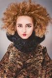 Женщина с выражением лица тайны Стоковые Фотографии RF