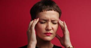 Женщина с головной болью сток-видео