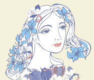 Женщина с голубыми цветками бесплатная иллюстрация