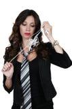 Женщина с запутанными наушниками стоковые фотографии rf