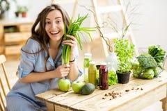 Женщина с здоровой едой Стоковая Фотография RF