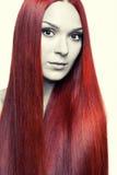 Женщина с длинними красными волосами Стоковое фото RF