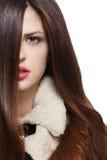 Женщина с длинными коричневыми волосами Стоковая Фотография