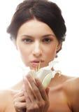 женщина с лилией цветет Стоковое Изображение RF