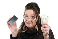 Женщина с карточкой и деньгами Стоковая Фотография RF
