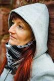 Женщина с клобуком стоковое изображение rf