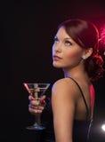Женщина с коктеилем стоковая фотография