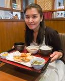 Женщина с комплектом тэмпуры Стоковое Изображение RF