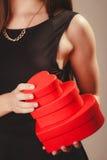 Женщина с коробками валентинок Стоковые Изображения RF