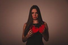 Женщина с коробкой валентинок Стоковое Изображение