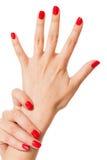 Женщина с красивыми деланными маникюр красными ногтями Стоковое Изображение RF