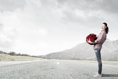 Женщина с красным мешком Стоковые Фотографии RF