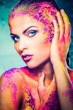 Женщина с красочным искусством тела Стоковая Фотография RF