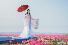 Женщина с лотосом стоковое изображение rf