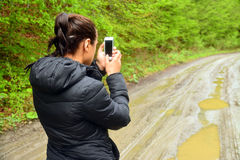 Женщина с мобильным телефоном стоковое фото rf