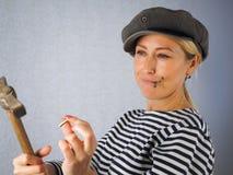 Женщина с молотком Стоковые Фотографии RF