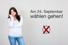 Женщина с немецким воззванием к голосованию на немецком федеральном избрании 2017 стоковое фото