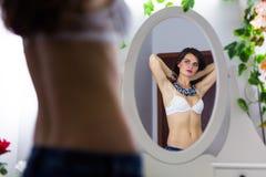 Женщина с ожерельем Стоковая Фотография