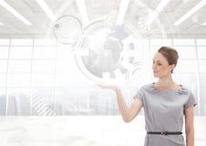 Женщина с открытой рукой ладони под интерфейсом глобуса земли мира Стоковые Фото