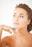 Женщина с одним кольцом ювелирных изделий Стоковое фото RF