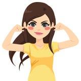 Женщина с пальцами на ушах Стоковая Фотография