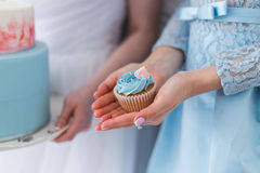 Женщина с пирожным Стоковое Изображение RF