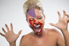 Женщина с покрашенными сторонами кричащими Стоковая Фотография RF