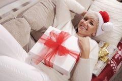 Женщина с подарками Стоковые Фотографии RF
