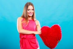Женщина с подушкой формы сердца полностью иллюстрация архива элементов дня цвета cmyk editable наслоила Валентайн печати готовое  Стоковые Изображения