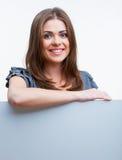 Женщина с пустой белой доской Стоковое Изображение RF