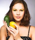 Женщина с плодоовощами стоковые фотографии rf