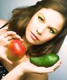 Женщина с плодоовощами стоковая фотография