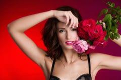 Женщина с розами Стоковое Изображение RF