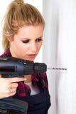 Женщина с сверлом Стоковая Фотография