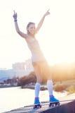 Женщина с скейтбордом Стоковые Фото