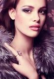 Женщина с составом и драгоценными украшениями Стоковые Фотографии RF