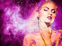 Женщина с схематическим красочным искусством тела Стоковые Фотографии RF