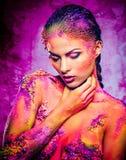 Женщина с схематическим красочным искусством тела Стоковая Фотография