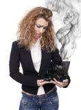 Женщина с сломленной таблеткой Стоковая Фотография