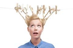 Женщина с творческой стрижкой зажимок для белья Стоковое Фото