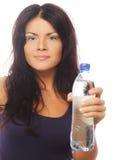 женщина с усмехаться бутылки с водой Стоковое Изображение