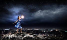 Женщина с фонариком Стоковые Фотографии RF