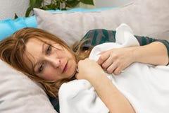 Женщина с холодками Стоковые Изображения