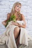 Женщина с цветками Стоковые Изображения